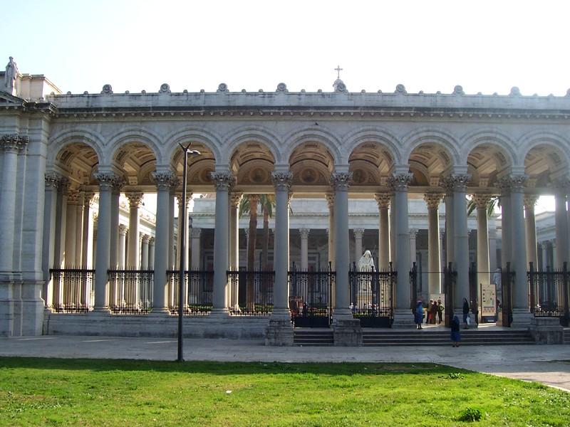保禄大殿-廊柱庭院入口