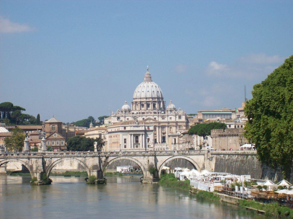 Roma_2011_08_07_San_Pietro_da_ponte_Umberto_I