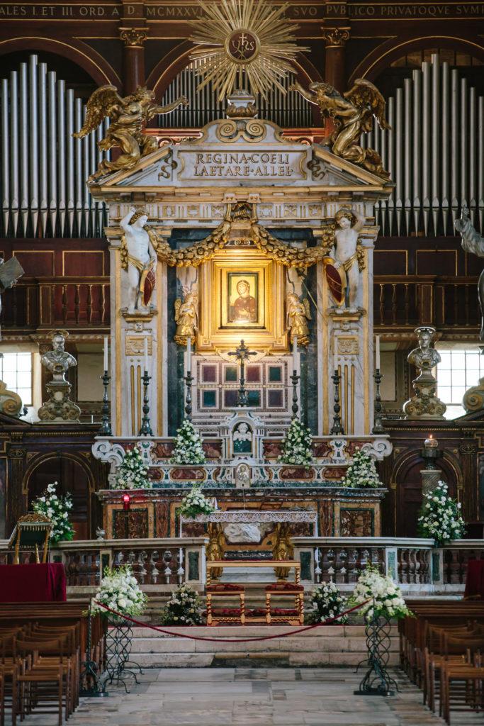 天坛圣母大殿祭台细节