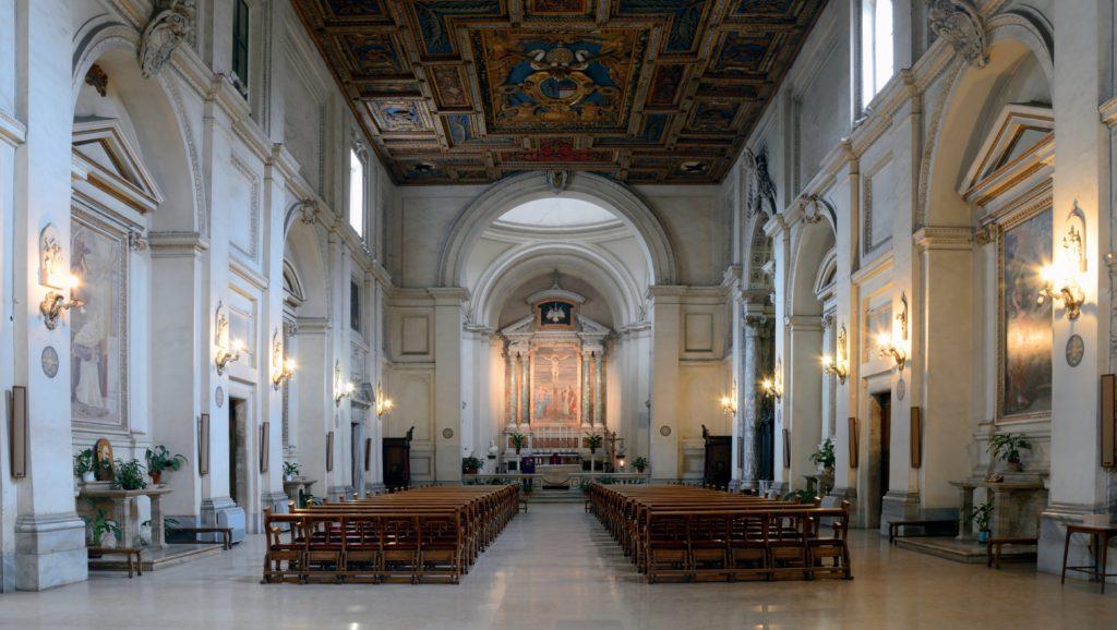 城外圣巴斯弟盎圣殿内部