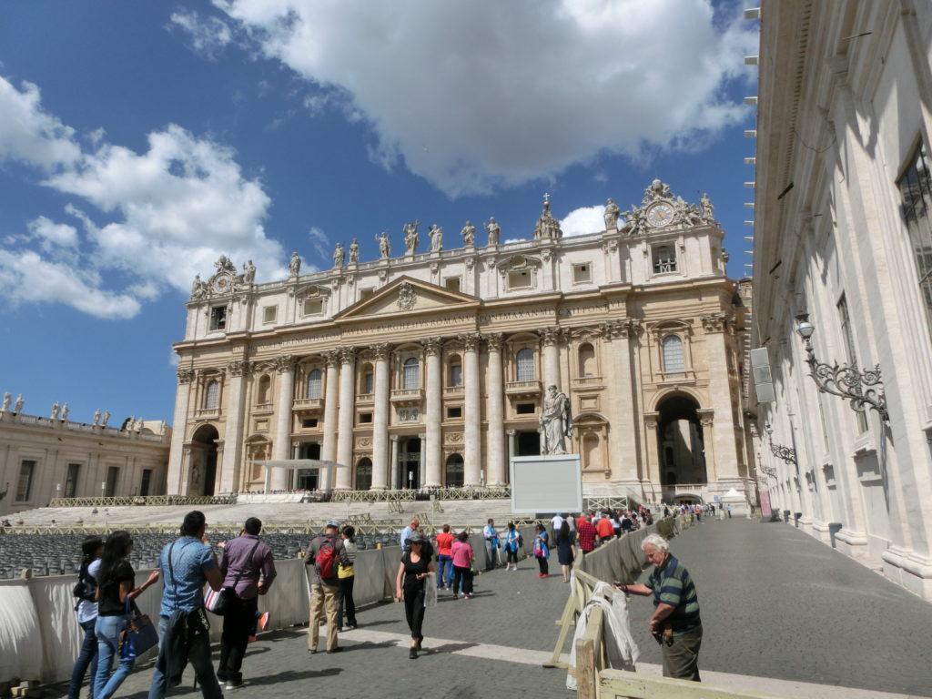 教会的心脏——梵蒂冈(圣伯多禄广场及伯多禄大殿)