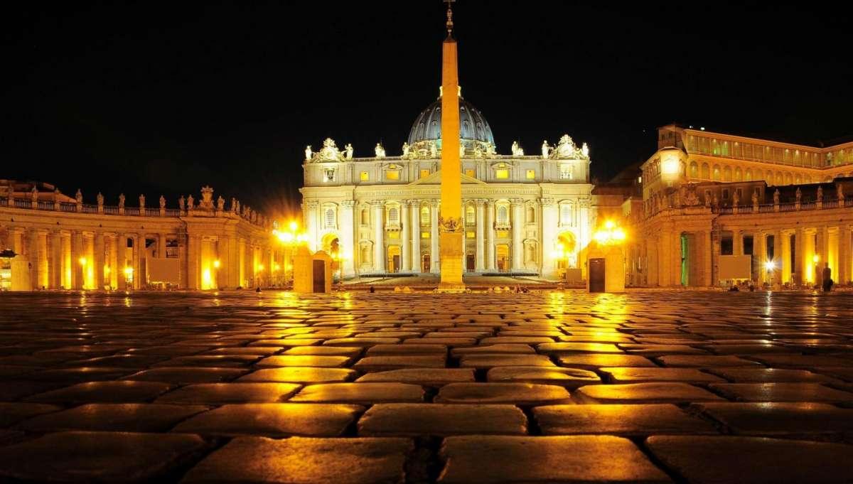 圣伯多禄广场夜景